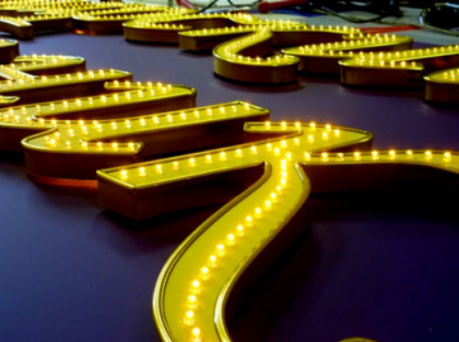 светодиодная вывеска на ресторан